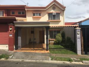 Casa En Ventaen Ulloa, Heredia, Costa Rica, CR RAH: 19-1016