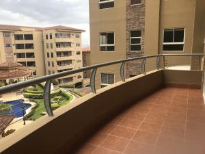 Apartamento En Alquileren Escazu, Escazu, Costa Rica, CR RAH: 19-1032