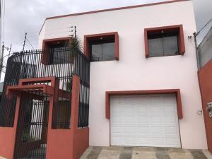 Casa En Alquileren Zapote, San Jose, Costa Rica, CR RAH: 19-1053