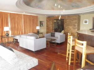 Apartamento En Alquileren San Antonio, Escazu, Costa Rica, CR RAH: 19-1071
