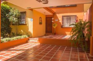 Casa En Ventaen Pozos, Santa Ana, Costa Rica, CR RAH: 19-1069