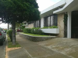 Casa En Ventaen Rohrmoser, San Jose, Costa Rica, CR RAH: 19-1114
