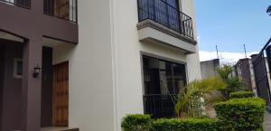 Apartamento En Alquileren Ulloa, Heredia, Costa Rica, CR RAH: 19-1115