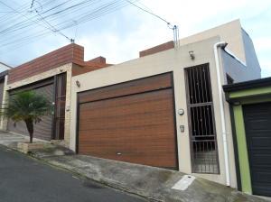 Casa En Ventaen Lomas De Ayarco Sur, Curridabat, Costa Rica, CR RAH: 19-1153