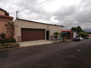 Casa En Alquileren Guayabos De Curridabat, Curridabat, Costa Rica, CR RAH: 19-1177