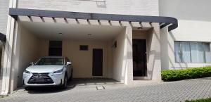 Casa En Ventaen Pinares, Curridabat, Costa Rica, CR RAH: 19-1192