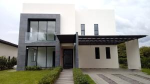 Casa En Ventaen Santa Ana, Santa Ana, Costa Rica, CR RAH: 19-1204