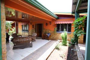 Casa En Ventaen Pozos, Santa Ana, Costa Rica, CR RAH: 19-1343