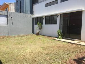 Apartamento En Alquileren Rio Oro, Santa Ana, Costa Rica, CR RAH: 19-1364