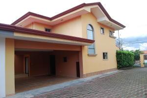 Casa En Alquileren Pozos, Santa Ana, Costa Rica, CR RAH: 19-1464