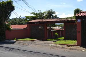 Edificio En Ventaen Pozos, Santa Ana, Costa Rica, CR RAH: 19-1483