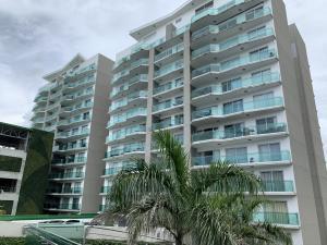 Apartamento En Ventaen Rohrmoser, San Jose, Costa Rica, CR RAH: 19-1482