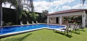 Casa En Alquileren Santa Ana, Santa Ana, Costa Rica, CR RAH: 19-1582