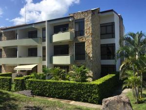 Apartamento En Ventaen Santa Ana, Santa Ana, Costa Rica, CR RAH: 19-1587