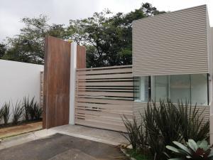 Casa En Ventaen Pozos, San Jose, Costa Rica, CR RAH: 19-1597