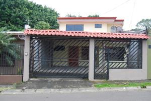 Casa En Ventaen Pozos, Santa Ana, Costa Rica, CR RAH: 19-1641
