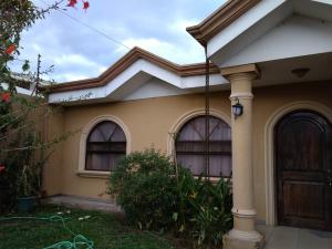 Casa En Ventaen Carmen, Cartago, Costa Rica, CR RAH: 19-1647