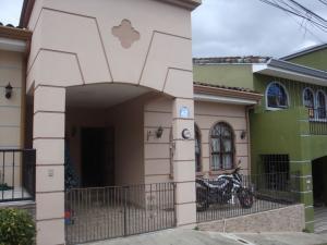 Casa En Alquileren Alajuelita, Alajuelita, Costa Rica, CR RAH: 19-1696