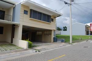 Apartamento En Alquileren Ulloa, Heredia, Costa Rica, CR RAH: 19-1657