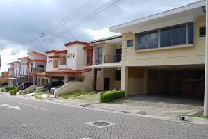 Apartamento En Alquileren Ulloa, Heredia, Costa Rica, CR RAH: 19-1658