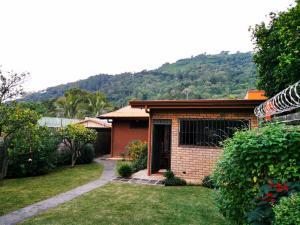 Casa En Alquileren Santa Ana, Santa Ana, Costa Rica, CR RAH: 20-68