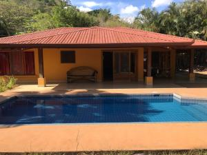 Casa En Ventaen Atenas, Atenas, Costa Rica, CR RAH: 20-87