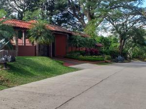 Casa En Ventaen Ciudad Colon, Santa Ana, Costa Rica, CR RAH: 20-93