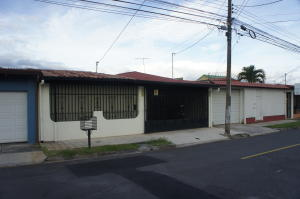 Casa En Ventaen Mercedes Sur, Heredia, Costa Rica, CR RAH: 20-111