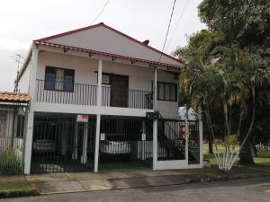 Casa En Ventaen Montes De Oca, Montes De Oca, Costa Rica, CR RAH: 20-119