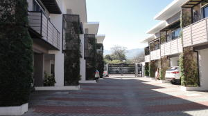 Casa En Ventaen Pozos, Santa Ana, Costa Rica, CR RAH: 20-146