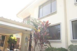 Casa En Ventaen Guachipelin, Santa Ana, Costa Rica, CR RAH: 20-166