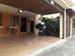 Casa En Ventaen Desamparados, Alajuela, Costa Rica, CR RAH: 20-203
