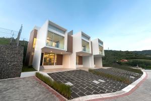 Casa En Ventaen San Antonio, Escazu, Costa Rica, CR RAH: 20-205