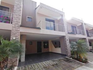Casa En Alquileren Ciudad Colon, Santa Ana, Costa Rica, CR RAH: 20-219