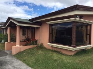 Casa En Ventaen Lomas De Ayarco Sur, Curridabat, Costa Rica, CR RAH: 20-249