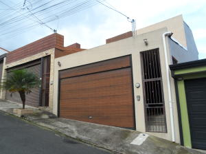 Casa En Ventaen Lomas De Ayarco Sur, Curridabat, Costa Rica, CR RAH: 20-259