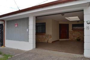 Casa En Ventaen San Francisco De Heredia, Heredia, Costa Rica, CR RAH: 20-291