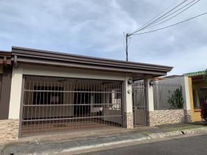 Casa En Ventaen San Joaquin De Flores De Heredia, Heredia, Costa Rica, CR RAH: 20-313