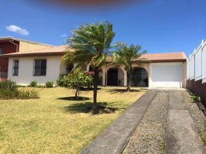 Casa En Ventaen Desamparados, Alajuela, Costa Rica, CR RAH: 20-333