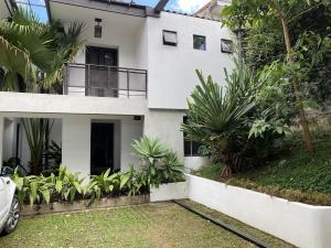 Apartamento En Alquileren Pinares, Curridabat, Costa Rica, CR RAH: 20-349