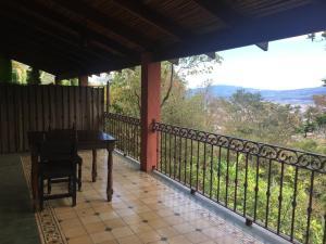 Apartamento En Alquileren San Antonio, Escazu, Costa Rica, CR RAH: 20-424