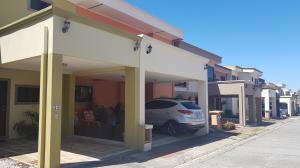 Casa En Ventaen Alajuela Centro, Alajuela, Costa Rica, CR RAH: 20-433