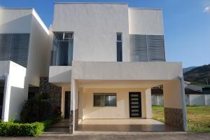 Casa En Ventaen Santa Ana, Santa Ana, Costa Rica, CR RAH: 20-525