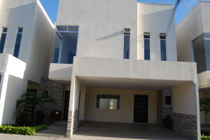 Casa En Ventaen Santa Ana, Santa Ana, Costa Rica, CR RAH: 20-526