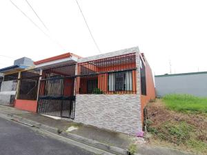 Casa En Ventaen San Antonio, Vazquez De Coronado, Costa Rica, CR RAH: 20-538