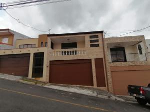 Casa En Ventaen Lomas De Ayarco Sur, Curridabat, Costa Rica, CR RAH: 20-541
