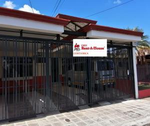 Casa En Ventaen Guadalupe, Goicoechea, Costa Rica, CR RAH: 20-596