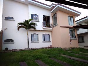 Apartamento En Alquileren San Antonio, Vazquez De Coronado, Costa Rica, CR RAH: 20-708
