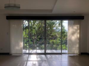 Apartamento En Alquileren Granadilla, Curridabat, Costa Rica, CR RAH: 20-714