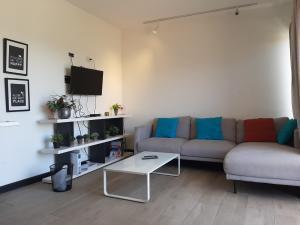 Apartamento En Alquileren Santa Ana, Santa Ana, Costa Rica, CR RAH: 20-742